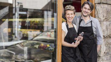 abrir negocio 874x492 1 Jorge Razo - Entrenador de emprendedores digitales ¿Por qué 2021 podría ser el mejor año para iniciar a emprender?